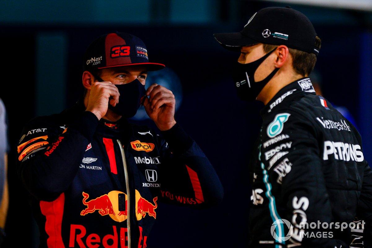 Max Verstappen, Red Bull Racing, e George Russell, Mercedes-AMG F1, al Parc Ferme dopo le qualifiche