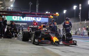 Max Verstappen, Red Bull Racing RB16B, verlaat de pits