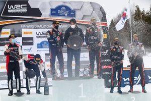 Podium: 1. Ott Tänak, Martin Järveoja, 2. Kalle Rovanperä, Jonne Halttunen, 3. Thierry Neuville, Martijn Wydaeghe, mit Scott Noh