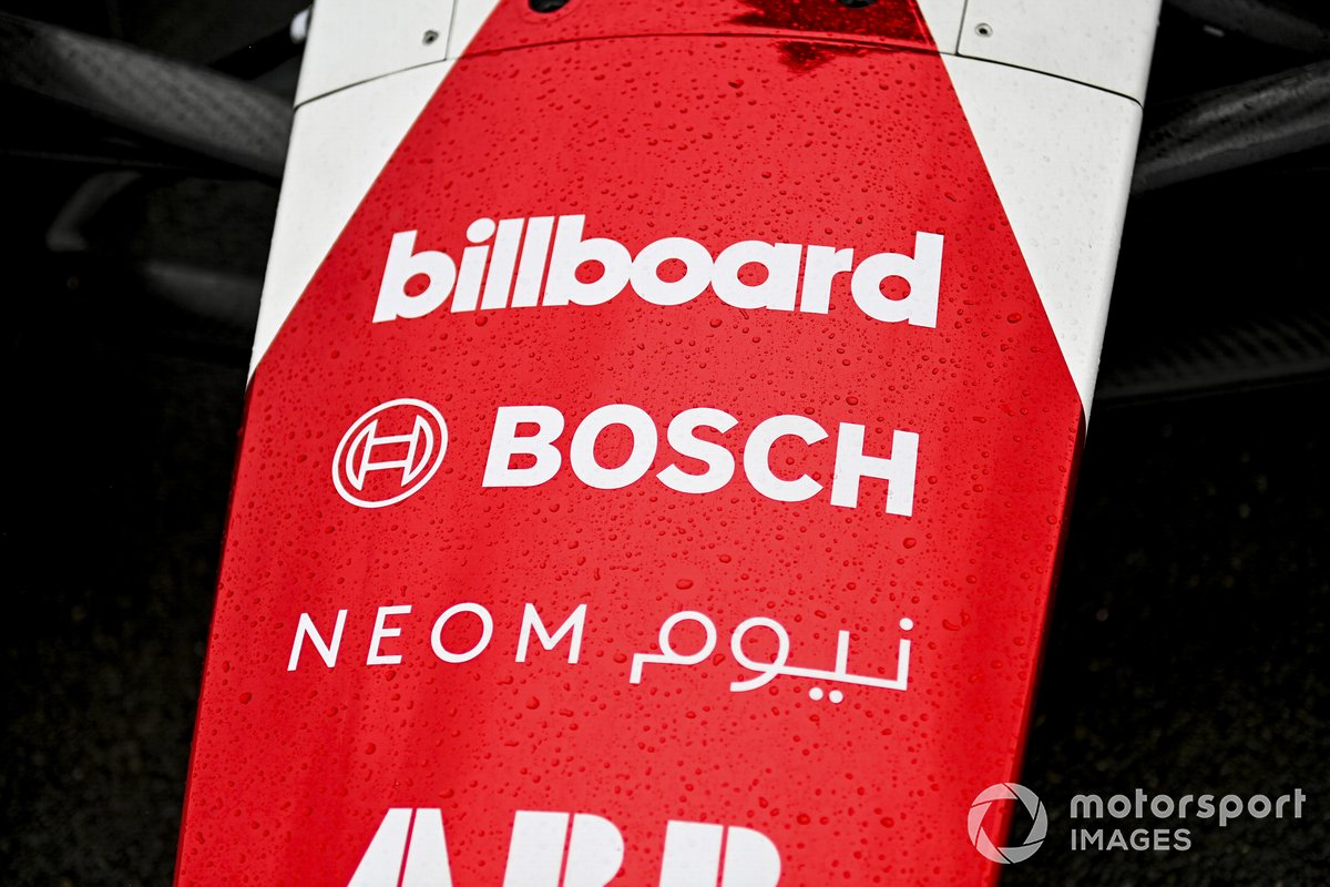 Logo de Bosch logo en el Dragon Penske Autosport Penske EV-5