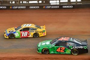 Kyle Busch, Joe Gibbs Racing, Toyota Camry M&M's Messages, Ross Chastain, Chip Ganassi Racing, Chevrolet Camaro Clover