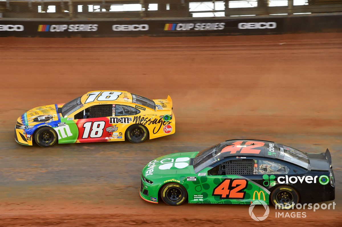 Kyle Busch, Joe Gibbs Racing, Toyota Camry M&M's Messages, Ross Chastain, Chip Ganassi Racing, Chevrolet Camaro Clover