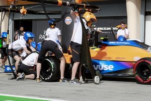 Lando Norris, McLaren MCL35M, makes a stop during FP1