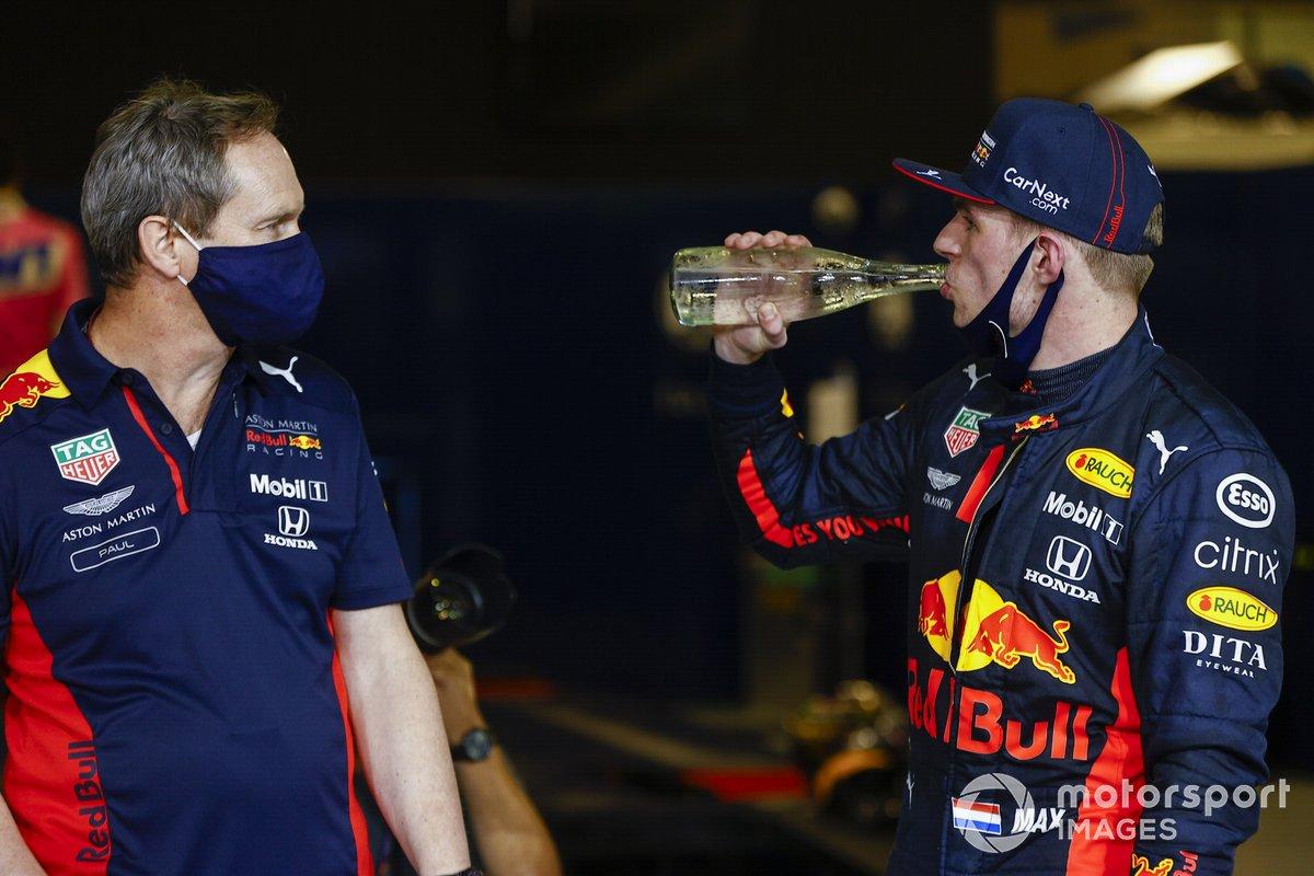 Ganador Max Verstappen, Red Bull Racing RB16 en Parc Ferme