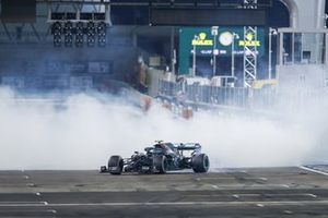 Valtteri Bottas, Mercedes F1 W11, 2nd position, performs some donuts at the end of the race