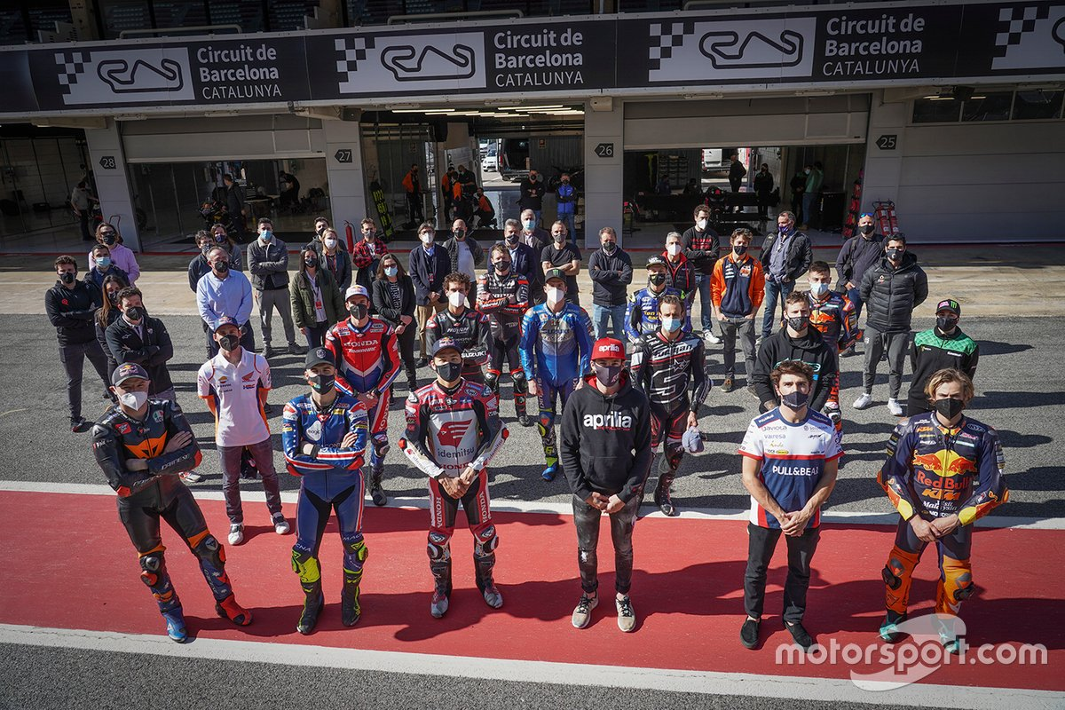 Los pilotos guardan un minutos de silencio en honor de Fausto Gresini