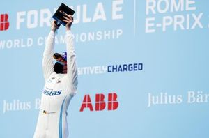 Stoffel Vandoorne, Mercedes-Benz EQ, 1st position, lifts his trophy