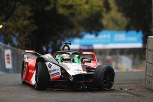 Lucas Di Grassi, Audi Sport ABT Schaeffler, Audi e-tron FE07, drives with accident damage