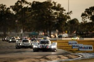#55 : Mazda Motorsports Mazda DPi, DPi : Jonathan Bomarito, Harry Tincknell, Oliver Jarvis, #01 : Chip Ganassi Racing Cadillac DPi , DPi : Renger van der Zande, Scott Dixon, Kevin Magnussen