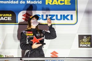 Maria Salvo con el Trofeo María de Villota a la Superación