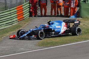 Esteban Ocon, Alpine A521, si ferma a lato del circuito