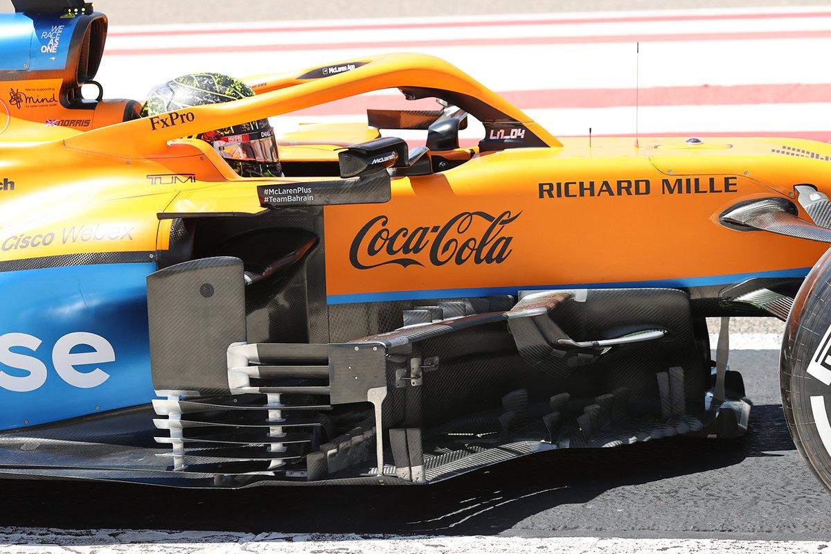 Detalle del bargeboard McLaren MCL35M