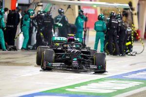 Valtteri Bottas, Mercedes F1 W11, sort de son stand