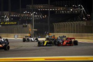 Esteban Ocon, Renault F1 Team R.S.20, en Charles Leclerc, Ferrari SF1000