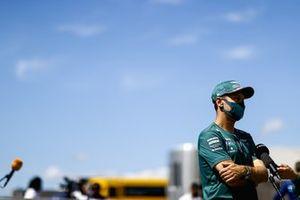 Sebastian Vettel, Aston Martin met de media