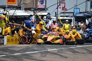 Ryan Hunter-Reay, Andretti Autosport Honda, pit stop.