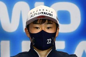 Yuki Tsunoda, AlphaTauri in de persconferentie
