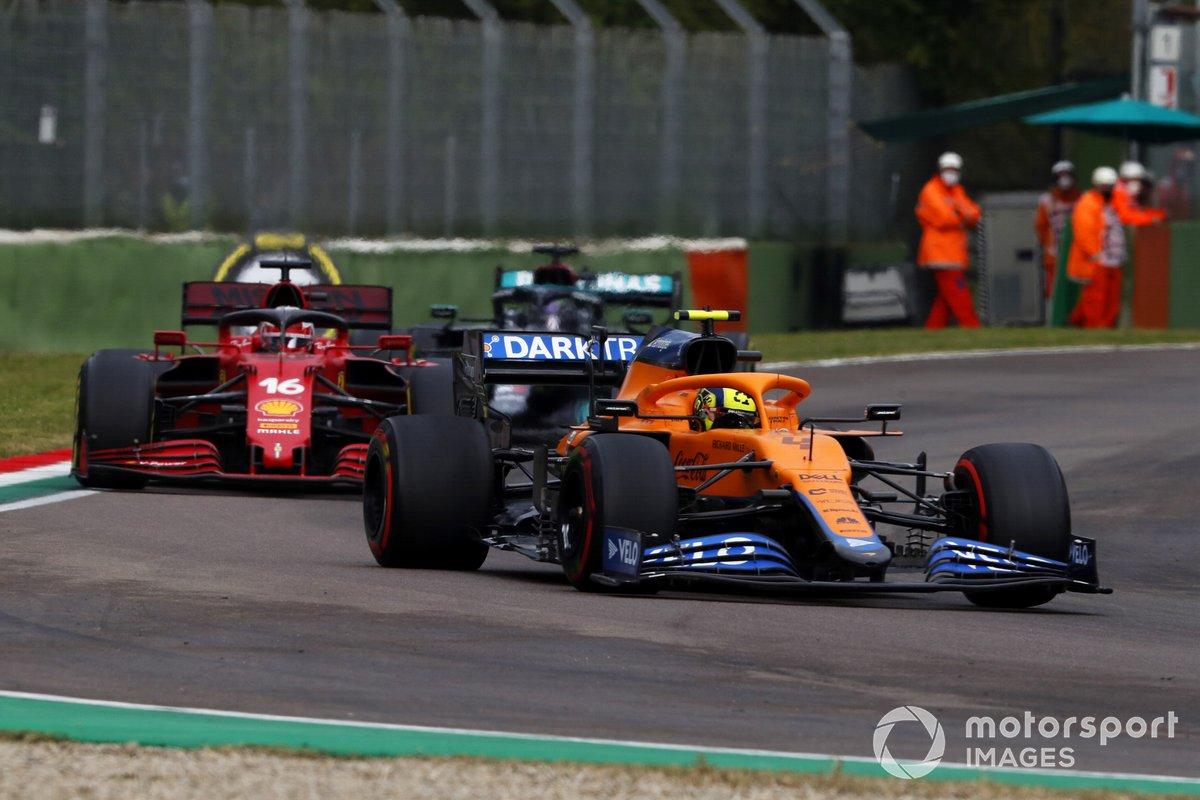 Lando Norris, McLaren MCL35M, Charles Leclerc, Ferrari SF21, Lewis Hamilton, Mercedes W12