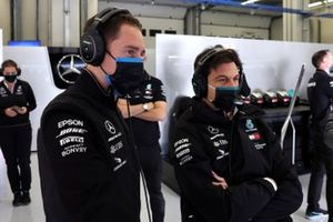 Stoffel Vandoorne, Mercedes, and Toto Wolff, Executive Director (Business), Mercedes AMG, in the garage