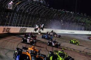 Colton Herta, Andretti Harding Steinbrenner Autosport Honda, Rinus VeeKay, Ed Carpenter Racing Chevrolet crash on a restart