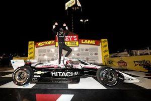 Победитель гонки Джозеф Ньюгарден, Team Penske Chevrolet