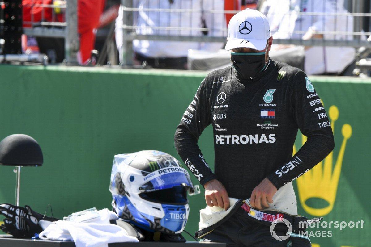 Ganador de la pole Valtteri Bottas, Mercedes-AMG Petronas F1, se prepara para su entrevista después de calificar