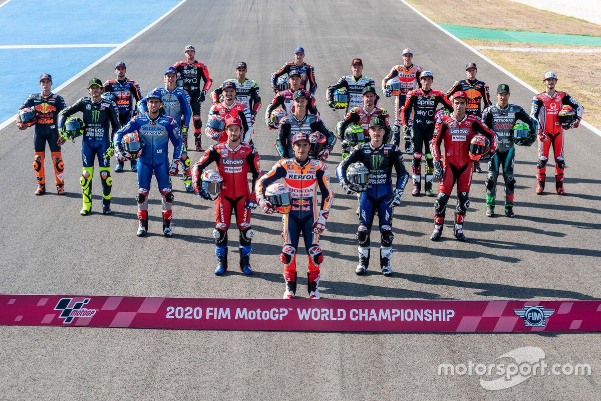 Foto de familia de los pilotos de MotoGP 2020