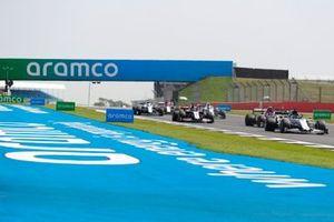 Daniil Kvyat, AlphaTauri AT01, Antonio Giovinazzi, Alfa Romeo Racing C39, and gaggle of cars