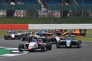Frederik Vesti, Prema Racing, leads Cameron Das, Carlin