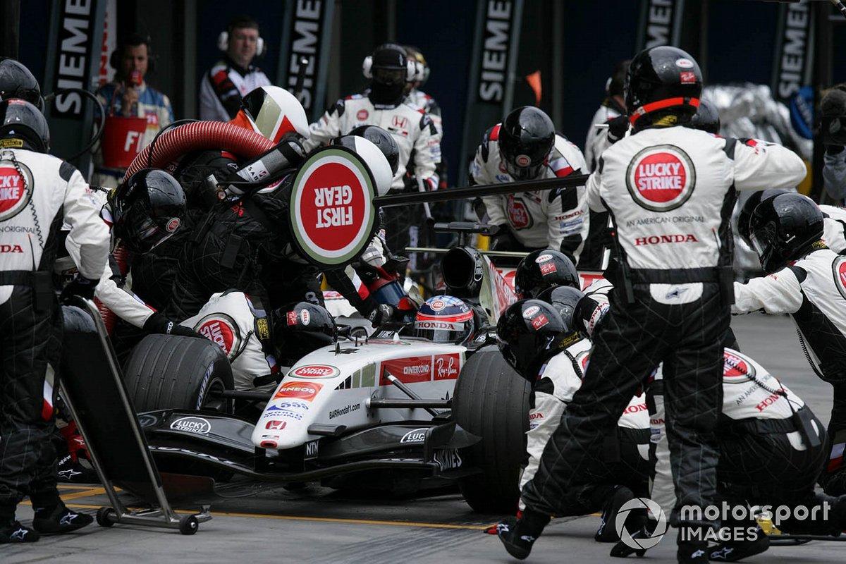 Takuma Sato, BAR Honda 007 pitstop