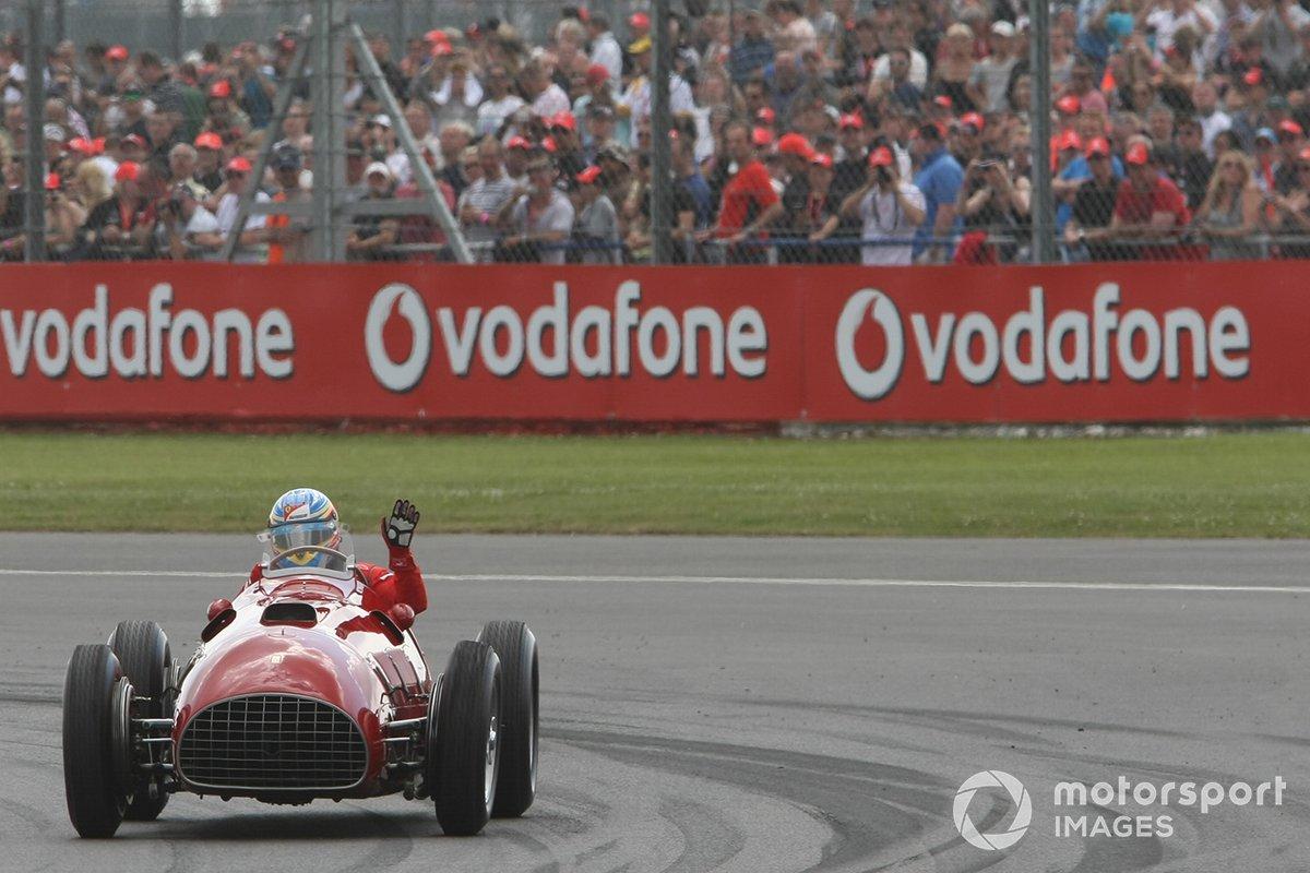 Fernando Alonso conduce el Ferrari 375