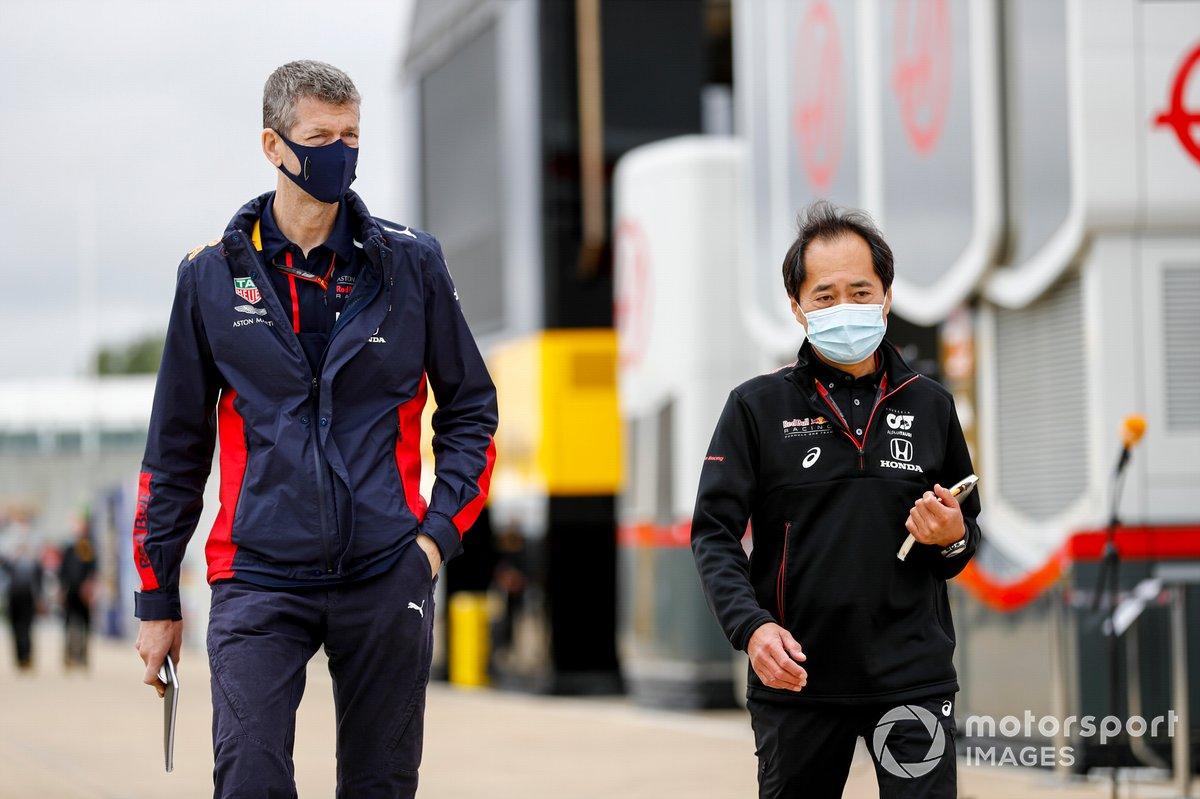 Miembro del equipo Red Bull y Toyoharu Tanabe, Director Técnico de la F1, Honda