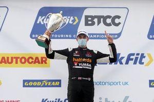 Race winner Dan Cammish, Halfords Yuasa Team Dynamics Honda Civic