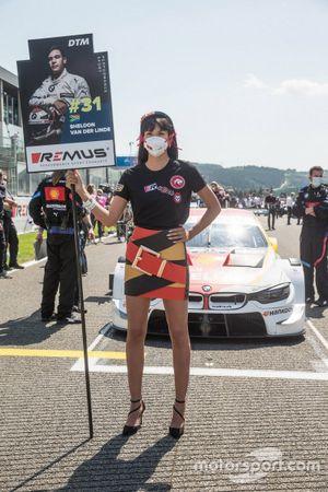 Grid girl Sheldon van der Linde, BMW Team RBM, BMW M4 DTM