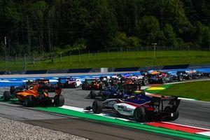 Igor Fraga, Charouz Racing System met Sophia Floersch, Campos Racing en een groep