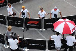Lando Norris, McLaren and Carlos Sainz Jr., McLaren, talk to the media