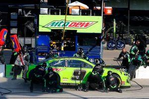 Chase Elliott, Hendrick Motorsports, Chevrolet Camaro Mountain Dew pit stop