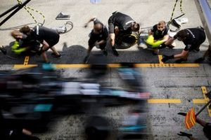 Mercedes-AMG Petronas F1 pit stop practice