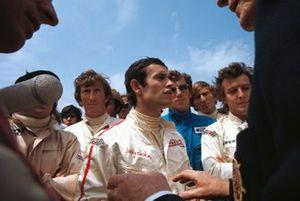 Junta de pilotos informativa antes del inicio de la carrera con Jochen Rindt, Jacky Ickx, Rolf Stommelen, Derek Bell y Jackie Oliver