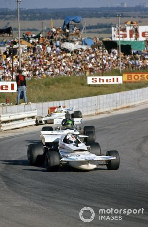 Rolf Stommelen, March 721 Ford devant Henri Pescarolo, March 721 Ford et Carlos Reutemann, Brabham BT34 Ford