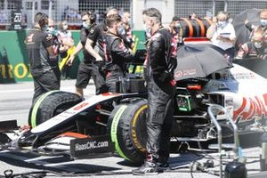 Mechanics on the grid with Romain Grosjean, Haas VF-20