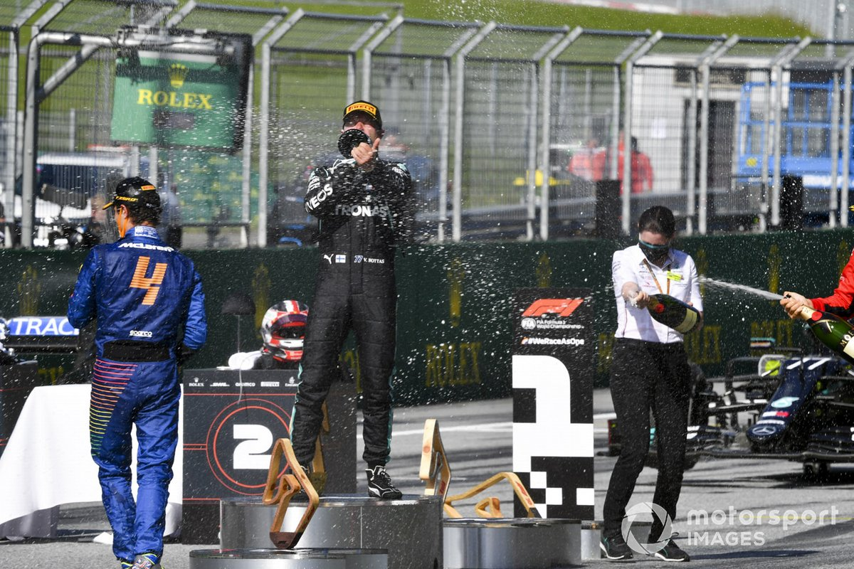 Race winner Valtteri Bottas, Mercedes-AMG Petronas and third place Lando Norris, McLaren celebrate on the podium with the champagne