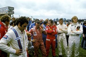 Carlos Pace, Brabham BT44B, Clay Regazzoni, Ferrari 312T, Niki Lauda, Ferrari 312T, Carlos Reutemann, Brabham BT44B, Ronnie Peterson, Lotus 72E, GP di Gran Bretagna del 1975