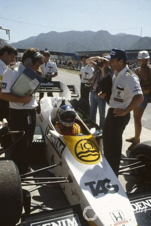 Keke Rosberg, Williams FW09, mit Patrick Head und Frank Williams