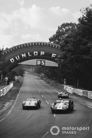 Walt Hansgen, Peter Blond, Lister Costin-LM Jaguar, leads Jean Kerguen, Robert Lacaze, Porsche 550 RS and Alan Stacey, Keith Greene, Lotus 17 Climax