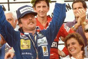 Formel-1-Weltmeister 1982: Keke Rosberg, Williams, mit Vizeweltmeister John Watson, McLaren