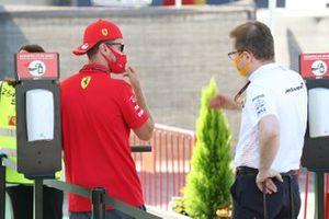 Sebastian Vettel, Ferrari y Andreas Seidl, Team Principal, McLaren