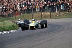 Jim Clark, Lotus 49-Ford, leads Denny Hulme, Brabham BT20-Repco