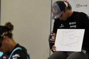 Johann Zarco, Avintia Racing con el dibujo del circuito que hizo con los ojos cerrados