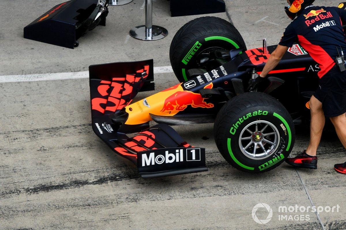 Alerón delantero del coche de Alex Albon, Red Bull Racing RB16